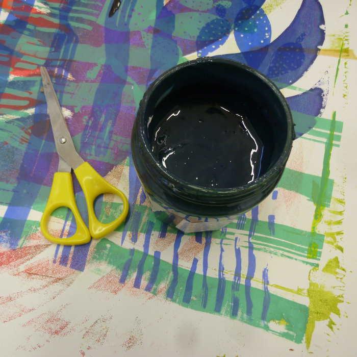 Encre textile à l'eau - sérigraphie ateliers Hop-Là et Volapük
