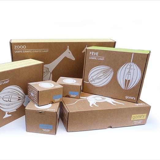 de belles boîtes en carton recyclé avec de l'encre juste là où il faut pour ne pas trop polluer